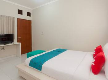 ZenRooms Nusa Dua Fiesta Bali - Double Room Regular Plan