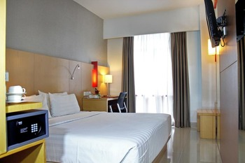 Hotel Santika Medan Medan - Superior Room Queen Staycation Offer Regular Plan