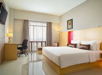 Hotel Santika Medan Medan - Deluxe Room Queen Staycation Offer Regular Plan