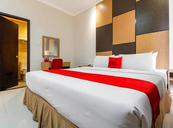 RedDoorz Plus near Pantai Losari Makassar - RedDoorz Room Regular Plan