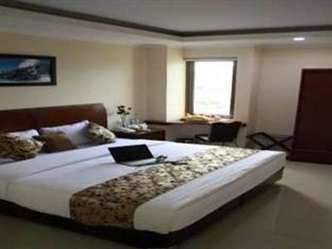 Hyper Inn Bandung - Deluxe Room With Breakfast Regular Plan