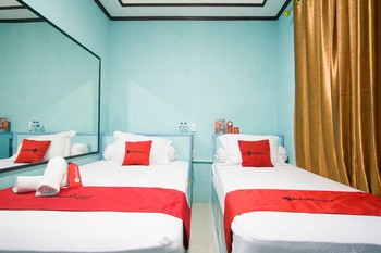 RedDoorz near Mikie Holiday Funland Berastagi Karo - RedDoorz Twin Room KETUPAT