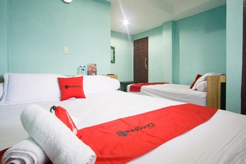 RedDoorz near Mikie Holiday Funland Berastagi Karo - RedDoorz Family Room Basic Deal