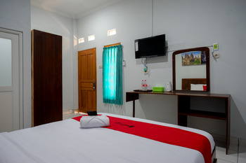 RedDoorz near Padang Golf Adisucipto Yogyakarta - RedDoorz Twin Room 24 Hours Deal