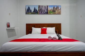 RedDoorz near Padang Golf Adisucipto Yogyakarta - RedDoorz SALE 125K Regular Plan