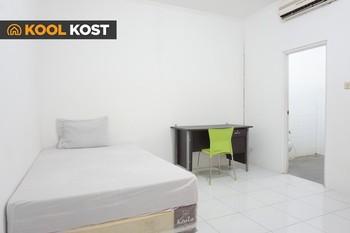 KOOL KOST near Pelita Harapan University Tangerang - RedDoorz SALE 125K Regular Plan