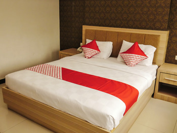 OYO 238 Hotel Grand Darussalam Syariah Medan - Deluxe Double Room Regular Plan