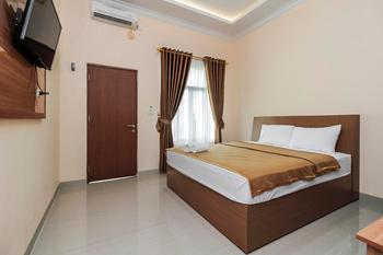 Hotel Aksi Natural Resort Pangkalpinang - Deluxe Double Room Only Regular Plan