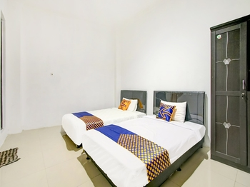 OYO 2698 Kost Blessing Malang - SPOT ON NON AC Twin Regular Plan