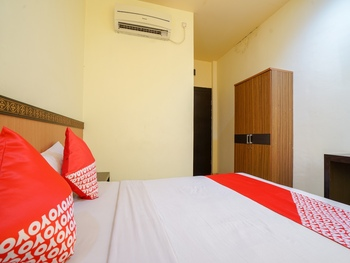 OYO 2255 Hotel Triantama Palembang - Standard Double Room Regular Plan