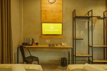 Hotel Summerville Majalengka - Deluxe Kingbed Room Only Sameday booking