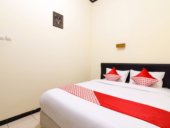 OYO 1338 Hotel Sartika Yogyakarta - Standard Double Room Regular Plan