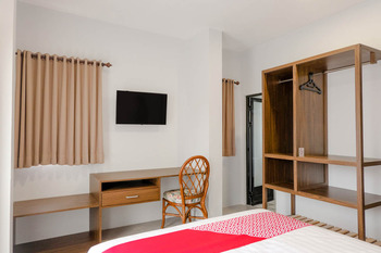 OYO 2350 Panorama Inn Residence Malang - Deluxe Double Room Regular Plan