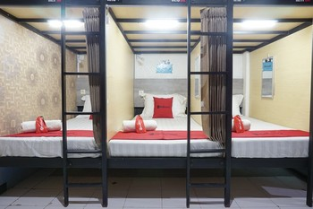 RedDoorz Hostel @ Borobudur Street