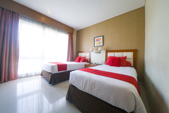RedDoorz Plus near Universitas Negeri Makassar 2 Makassar - RedDoorz Twin Room Last Minute