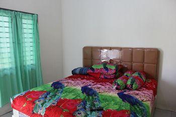 Penginapan Transit Tomato Deli Serdang - Standard Double Room Only NR Minimum Stay 2 Nights