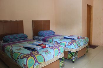 Penginapan Transit Tomato Deli Serdang - Standard Twin Room Only NR Minimum Stay 2 Nights