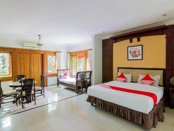 OYO 1059 Roemah Oma Guest House Yogyakarta - Suite Family Regular Plan