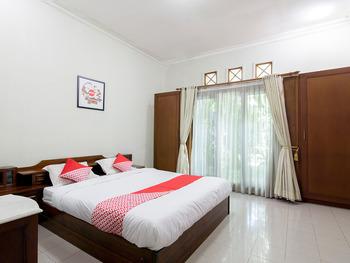 OYO 1059 Roemah Oma Guest House Yogyakarta - Standard Double Room Regular Plan