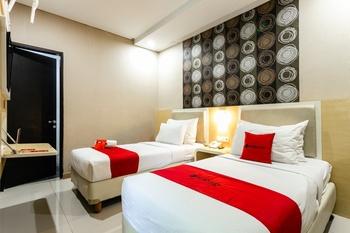 RedDoorz @ Jl. A. Yani Solo Solo - RedDoorz Twin Room Regular Plan