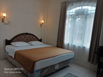 Hotel Monika Toraja Utara - Standard Room Basic Deal