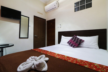 Bantal Guling Pasar Baru Bandung - Superior Double AC Private Bathroom Room Only NR Last Minute 41%