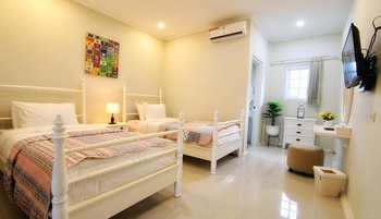 Omah Madam Bed & Breakfast Semarang - Superior room (Max Check In 22.00) Regular Plan