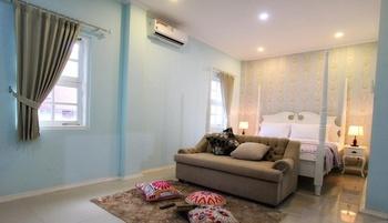 Omah Madam Bed & Breakfast Semarang - Deluxe room (Max Check In 22.00) Regular Plan