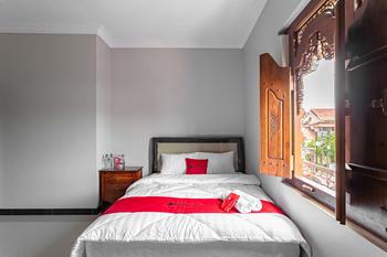 RedDoorz Syariah near Exit Toll Banyumanik Semarang - RedDoorz Room with Breakfast LAST MINUTE