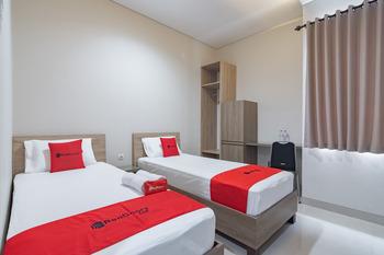 RedDoorz Plus @ Cirebon City Center Cirebon - RedDoorz Twin Room LM 5%