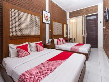 OYO 1050 Rifka Annisa Guest House Syariah Yogyakarta - Suite Family Regular Plan