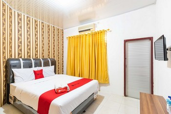RedDoorz Plus near Universitas Methodist Medan Medan - RedDoorz Room Basic Deal