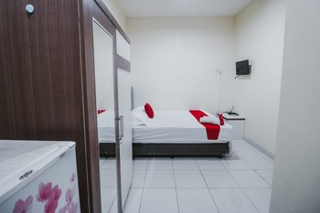RedDoorz Plus near Semanggi Jakarta - RedDoorz Twin Room with Breakfast Basic Deal
