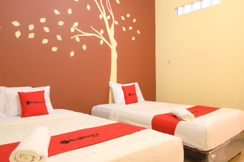 RedDoorz near Terminal A Adisucipto Airport Yogyakarta - RedDoorz Twin Room Regular Plan
