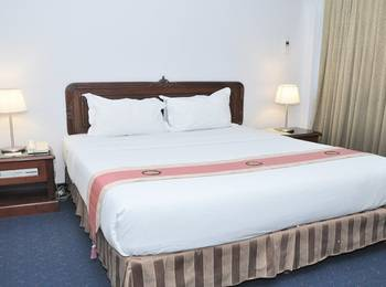 New Metro Hotel Semarang - Junior Suite with Breakfast For 2 Person Regular Plan