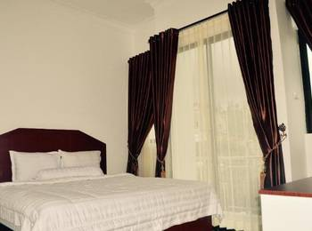 Opriss Hotel & Bungalow Parapat - Deluxe Room Regular Plan