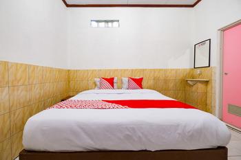 OYO 2855 Sartika Hotel Pati Pati - Standard Double Room Regular Plan