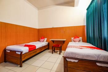 OYO 2855 Sartika Hotel Pati Pati - Standard Twin Room Regular Plan