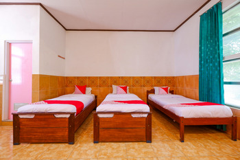 OYO 2855 Sartika Hotel Pati Pati - Suite Triple Regular Plan