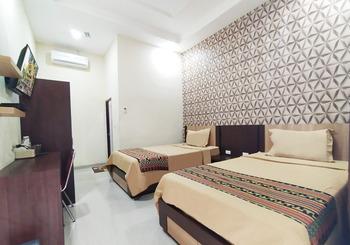Almer Hotel Way Kanan - Standard Twin Regular Plan