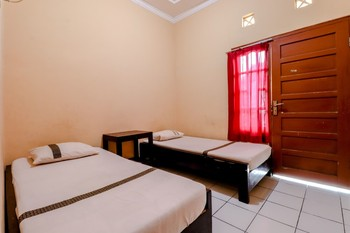 Griya Barokah Yogyakarta - Standard Twin Room with Fan Room Only FC Stay More Pay Less