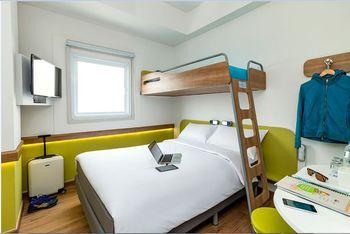 Deka Hotel Surabaya - Standard Triple Room Only Regular Plan