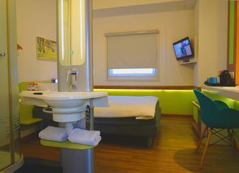 Deka Hotel Surabaya - Standard Double Corner Room Only Regular Plan