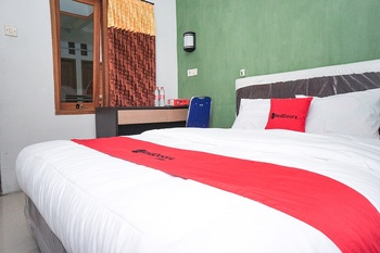 RedDoorz near Juanda International Airport 2 Surabaya - RedDoorz SALE 99k Regular Plan