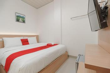 RedDoorz near Exit Toll Sirkuit Sentul Bogor - RedDoorz Premium with Breakfast Regular Plan