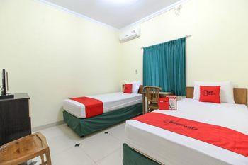 RedDoorz near Rumah Sakit Condong Catur Yogyakarta - RedDoorz Twin with Breakfast 24 Hours Deal