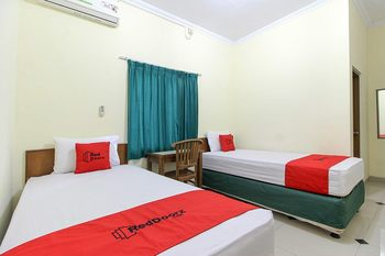 RedDoorz near Rumah Sakit Condong Catur Yogyakarta - RedDoorz Twin Room 24 Hours Deal
