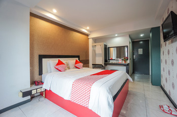 OYO 1318 Hotel Prince Boulevard Manado - Deluxe Double Room Regular Plan