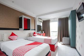 OYO 1318 Hotel Prince Boulevard Manado - Deluxe Twin Room Regular Plan
