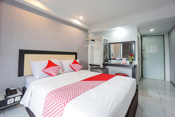 OYO 1318 Hotel Prince Boulevard Manado - Suite Double Regular Plan